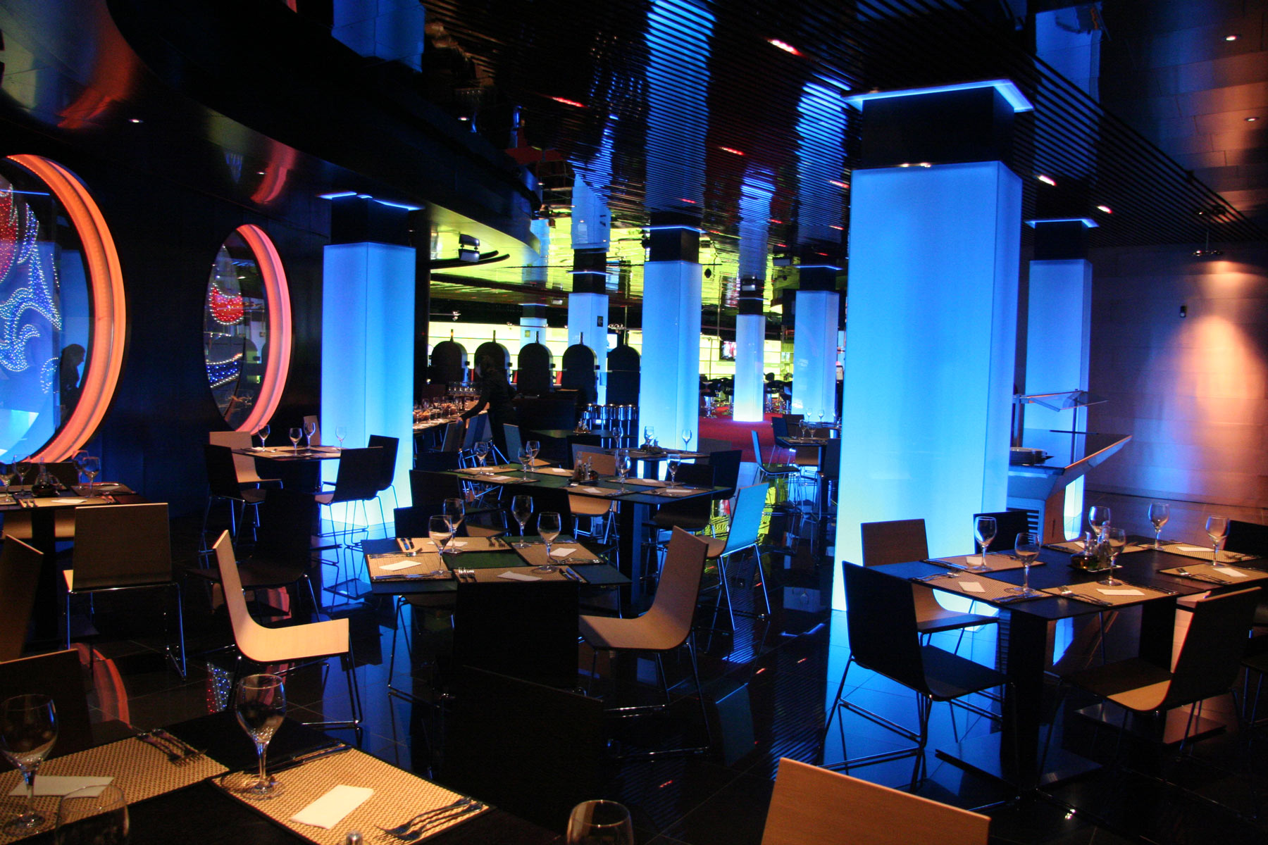 ¡Demuestra tu mejor cara de póker en Casino Mediterráneo!