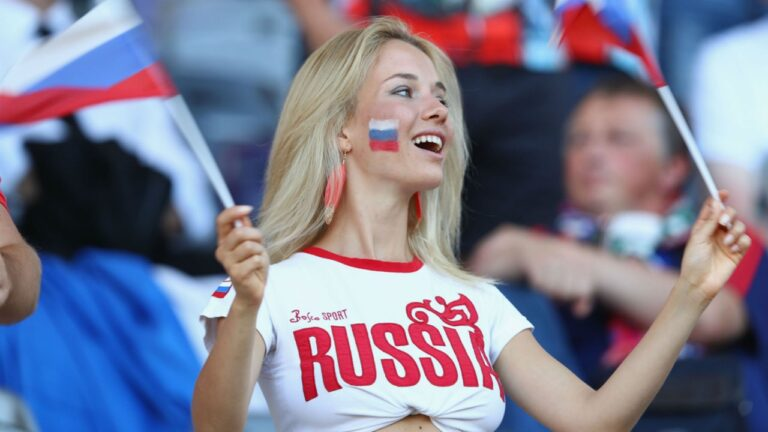Resilient Russians enjoy life in spite of everything