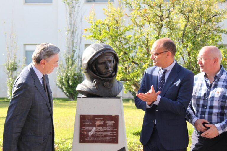 """Gagarin """"aterriza"""" en la Universidad de Alicante"""