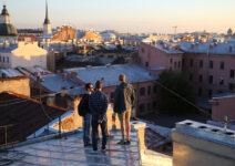 San Petersburgo acomoda tejados para los roofers