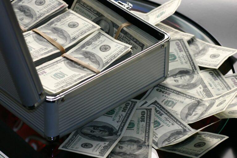 Así ganaron los millonarios rusos sus primeros millones