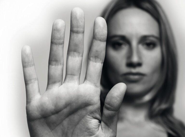 Ocho de cada diez jóvenes conocen actos de violencia hacia parejas de su edad