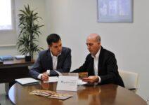 Quirónsalud вновь заявляет о своей поддержке музыки и местной культуры, подписав соглашение с симфоническим оркестром Торревьехи