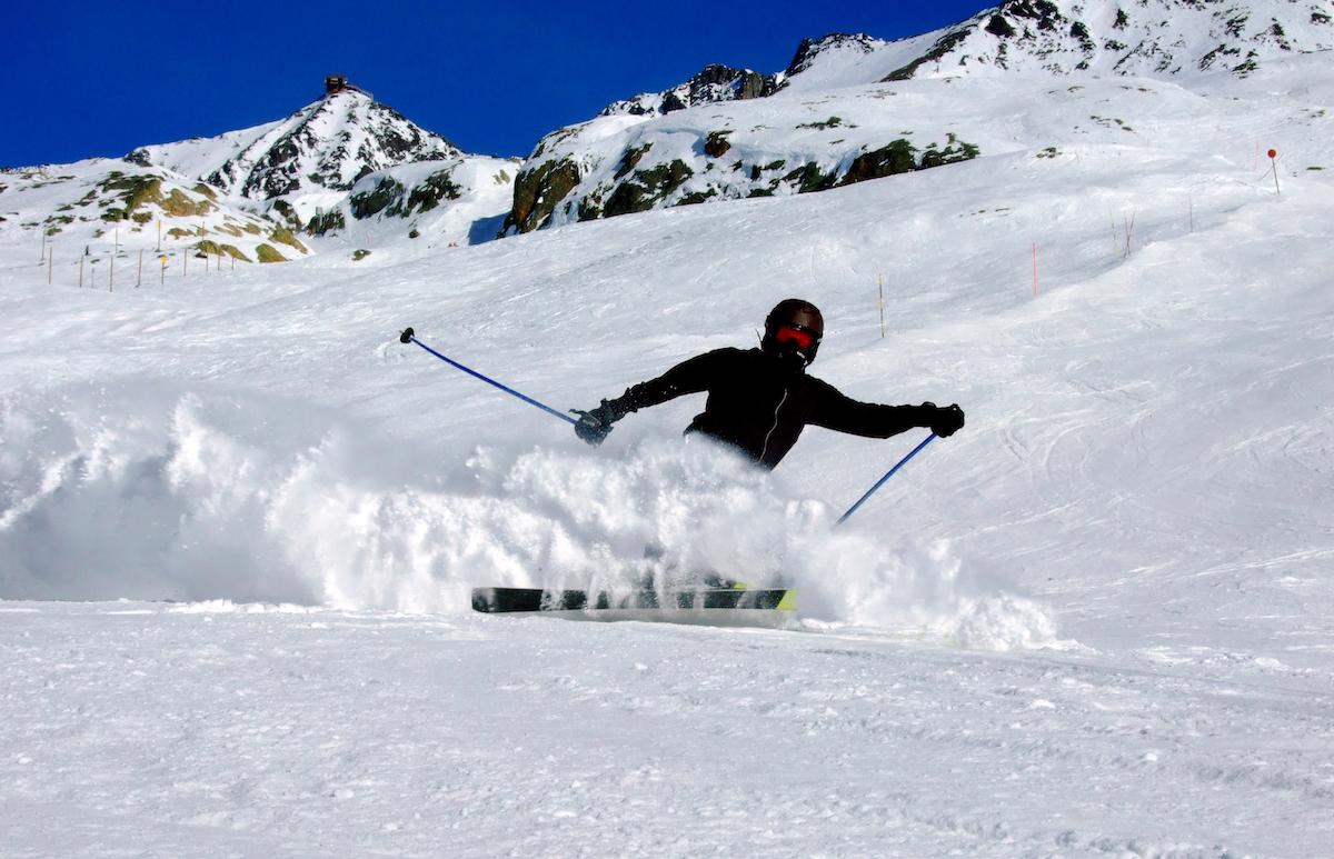 Семи из десяти травм, полученных при занятиях горнолыжным спортом, можно избежать с помощью  хорошей техники