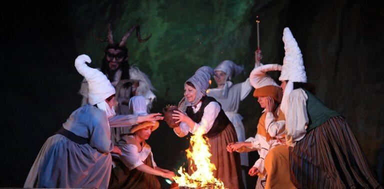 Bosques y viñedos de misterio: En Navarra te espera un otoño 2019 ¡de miedo!