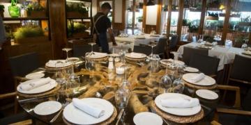 Restaurante Ca Joan: Con carne y vino se anda el camino