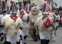 Наварра наряжается в карнавальные костюмы